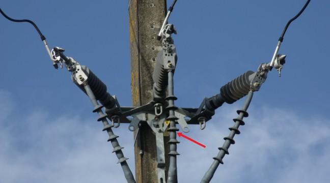 Extrémité de câble de remontée aéro-souterraine 20 kV affectée par la pollution atmosphérique